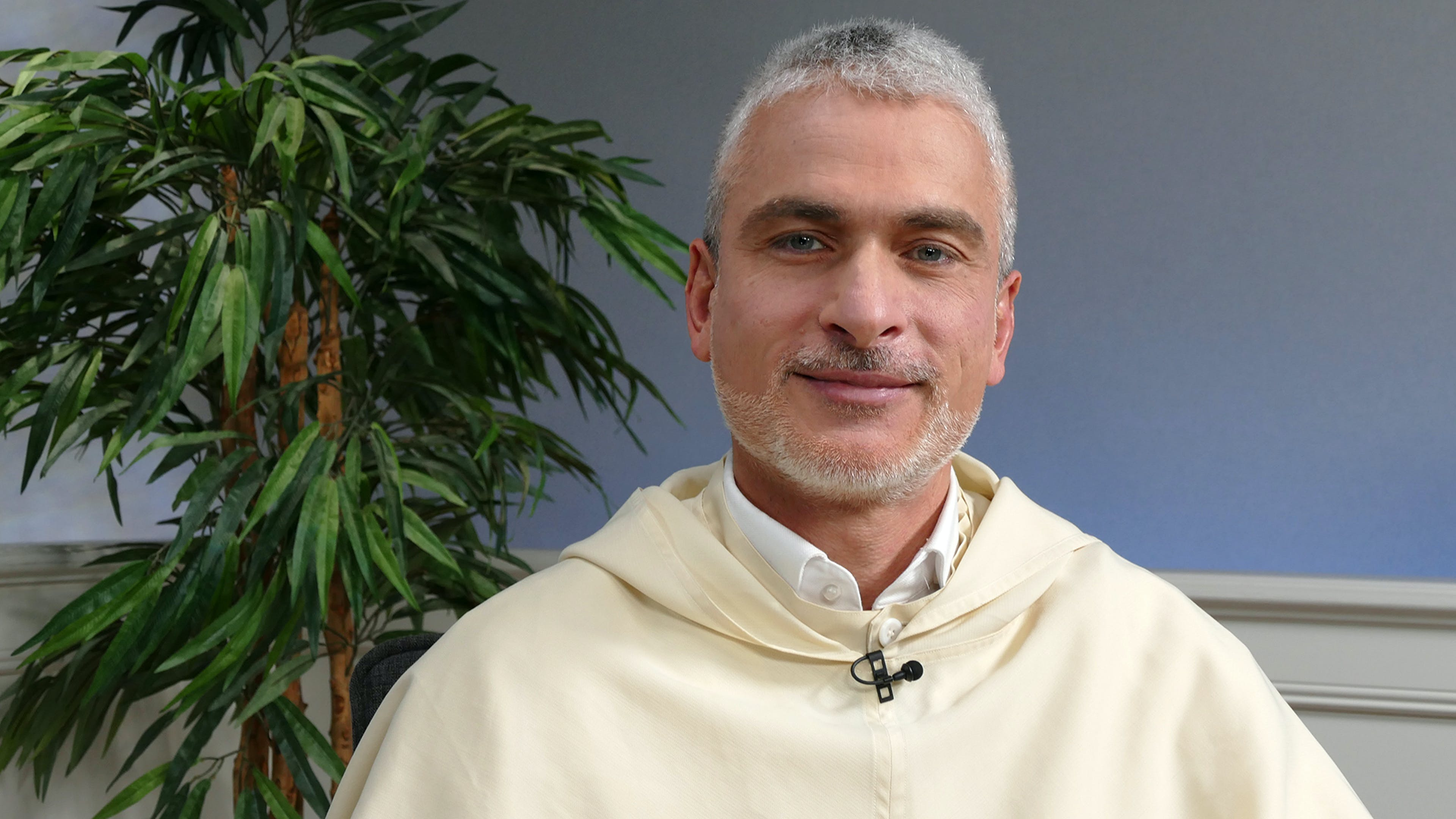 Pater Max Cappabianca: Vom Schreibtisch im Vatikan zur Studierendenseelsorge in Berlin